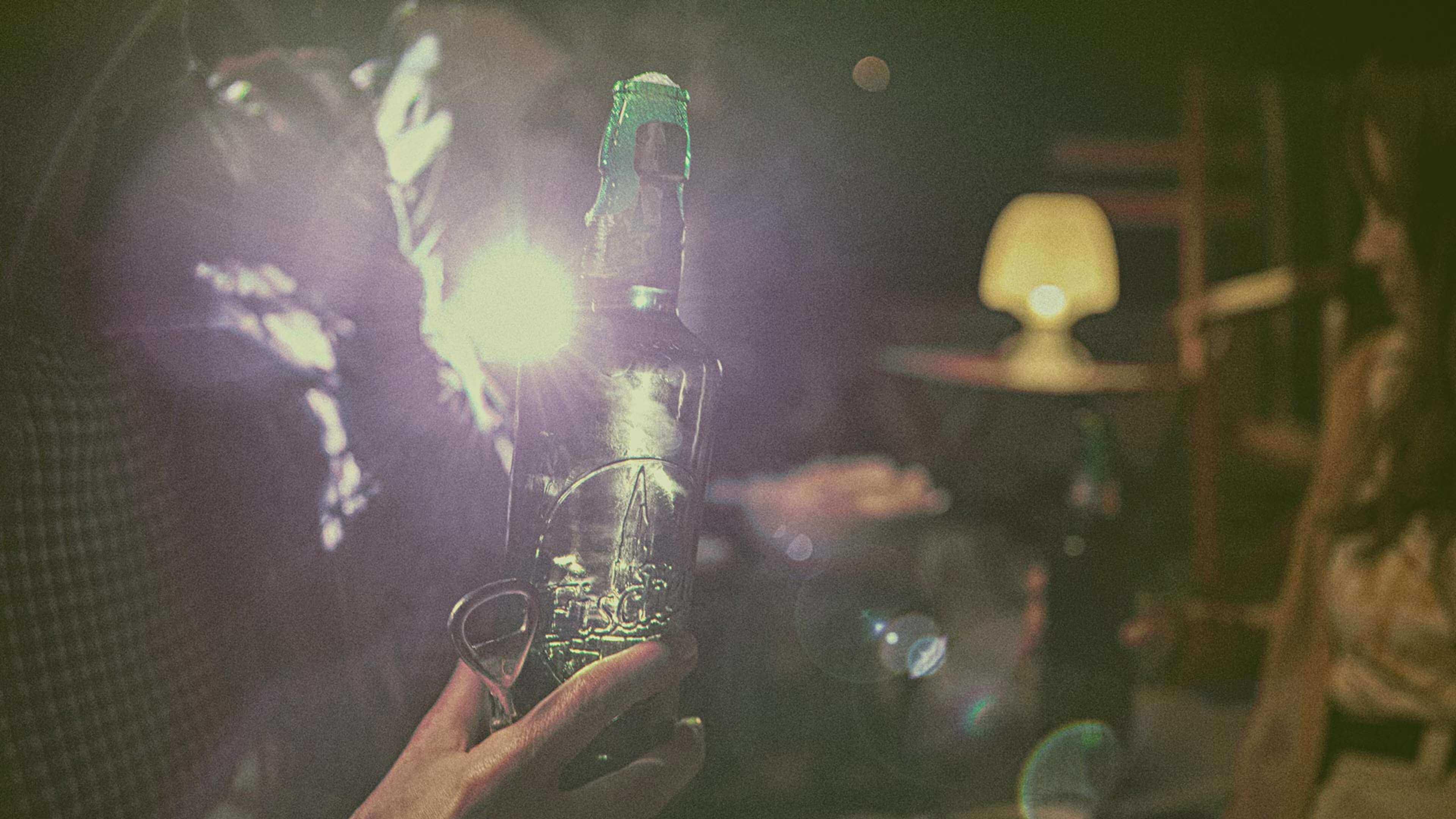 hand holding fischer beer